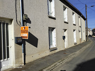 LOCATION SAINT ANDRE DE LA MARCHE APPARTEMENT RDC